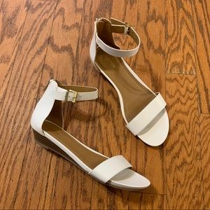 NEW KENNETH COLE | White Great Star Sandal Wedge